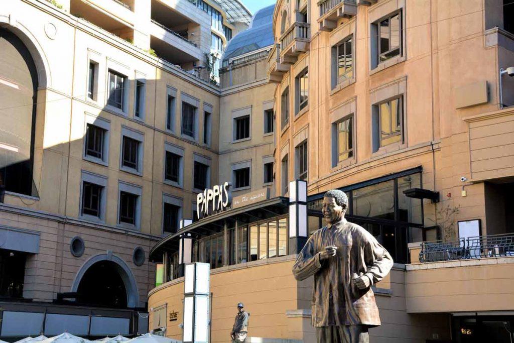 Statue de Nelson Mandela à Johannesbourg